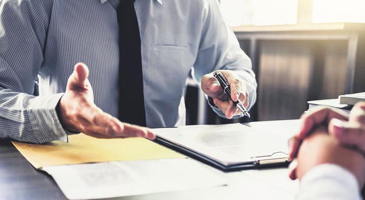 Scheidungen werfen eine Vielzahl komplexer Rechtsfragen auf, um die sich ein versierter Fachanwalt kümmern sollte. Foto: Freedomz