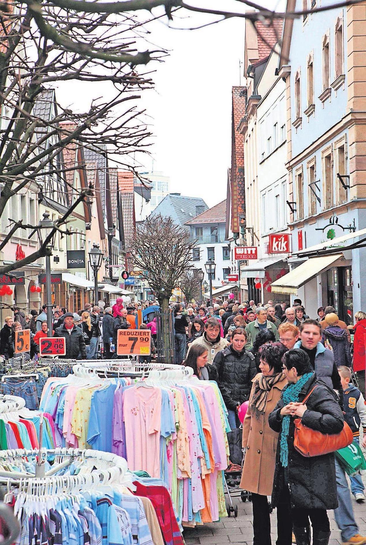 Die Geschäfte in Kulmbach locken am Sonntag mit Angeboten.