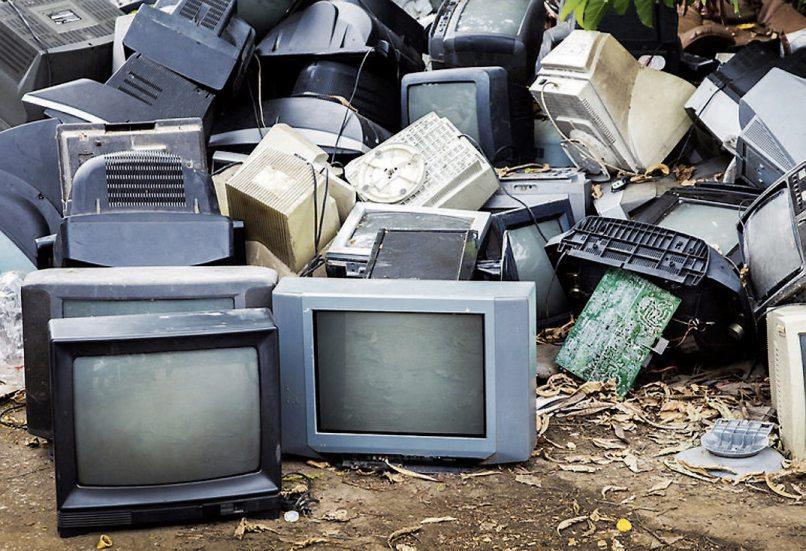 Wenn ein Computer ausgedient hat, landet er nicht zwangsläufig auf dem Recyclinghof. Viele heben ihn auf, zeigt eine Umfrage. Wer sich vom alten Gerät trennt, darf ein wichtiges Detail nicht vergessen. Bild: © Yanukit - Fotolia.com