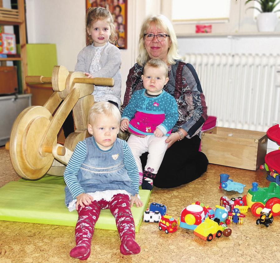 Die Betreuung von Kindern im Alter bis zu drei Jahren erfordert umfassende Kenntnisse Foto: pr
