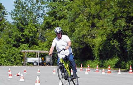 Beim Autohaus Messmer kann mit Pedelec oder E-Bike die Sicherheit in Theorie und Praxis getestet werden.
