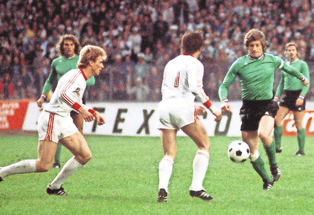 Europacup-Finale 1976: Die AS Saint-Etienne (rechts Jean Michel Larque) unterlag dem FC Bayern (links Karl-Heinz Rummenigge) mit 0:1.