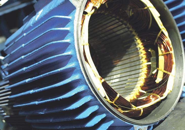 Mehrere Kilometer des wertvollen Produktes finden in Motoren von Windkraftanlagen Anwendung Bild: djd/Deutsches-Kupferinstitut