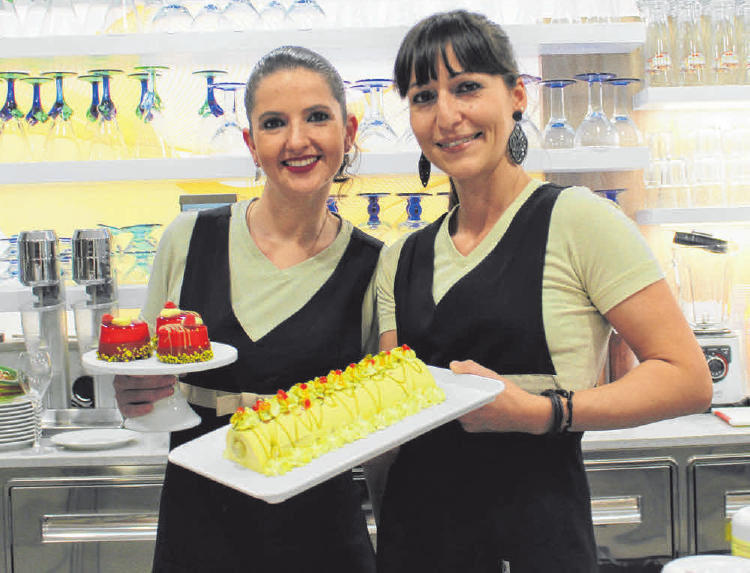 Amanda und Luisa mit ihren selbst hergestellten Semifreddi