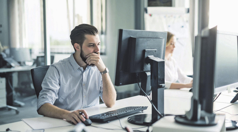 Wer seine private Rente optimieren möchte, kann mit seinem Chef über die betriebliche Altersvorsorge sprechen. Foto: djd/Nürnberger Versicherung/Getty