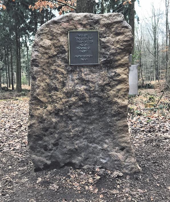 Der Findling am Monte Troodelöh markiert den hösten Punkt Kölns. Foto: Büge