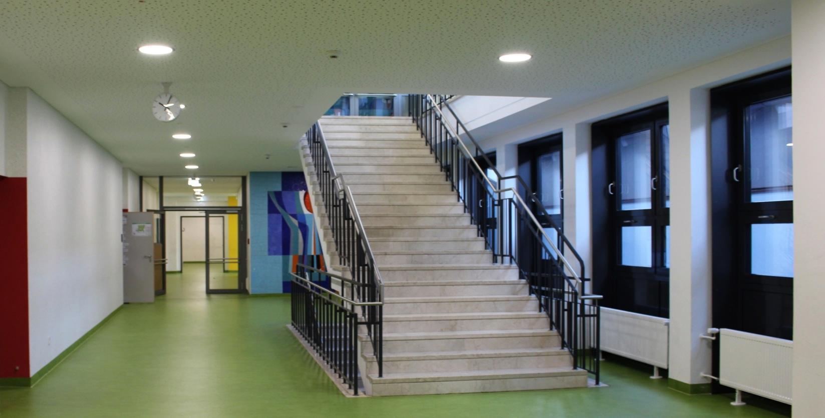 Neue Fenster, Böden und Möbel schaffen eine moderne, freundliche Atmosphäre im Gebäude. Fotos: Diaw