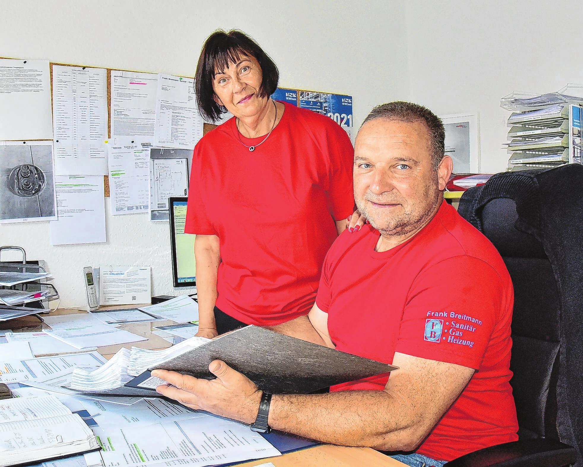 Dienstlich und privat ein eingeschworenes Team: Firmenchef Frank Breitmann und Ehefrau Annette in ihrem modernen Büro in Seelow.