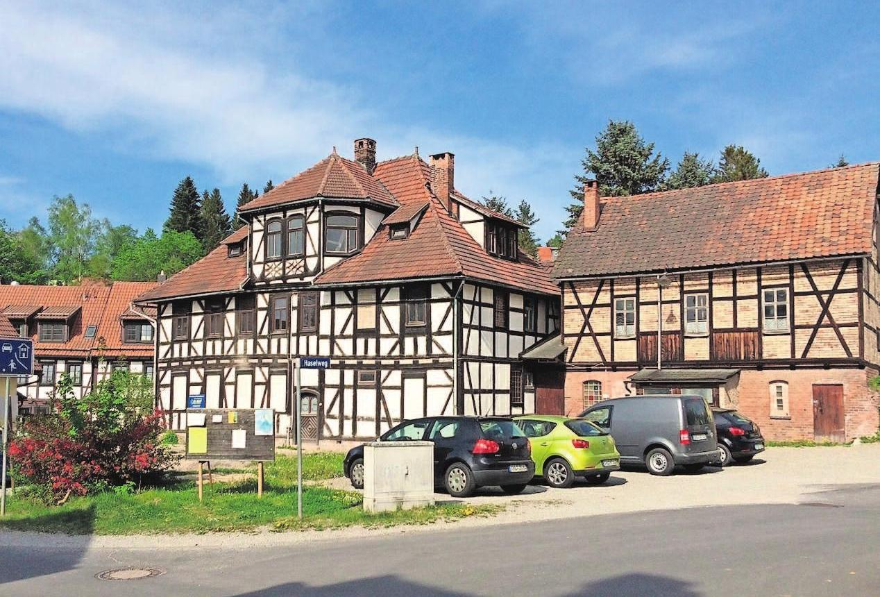Im Mai 2016 zeigte sich die alte Mühle in Suhl-Neundorf noch mit Nebengelass.