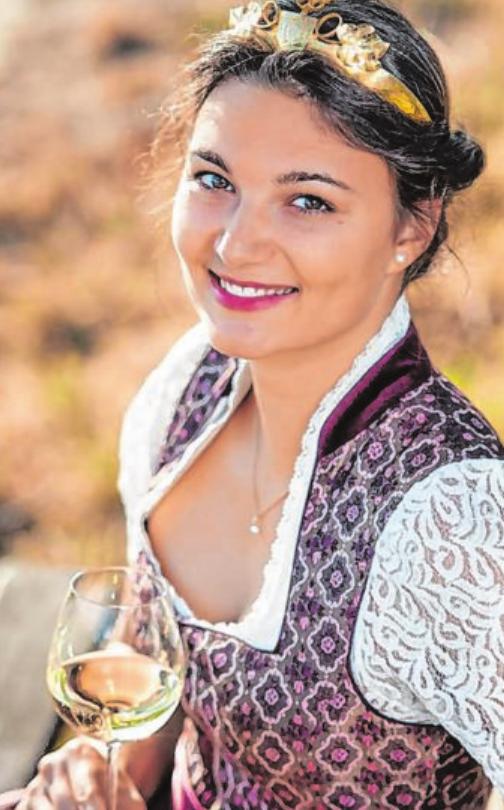Die Fränkische Weinprinzessin 2019/20 Selina Knies ist ebenfalls vor Ort.