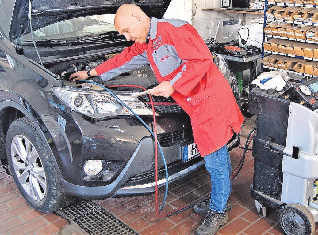 Karosseriebaumeister Thomas Rothe hat das Know-how, wenn es um Karosseriebau und Reparaturen geht.
