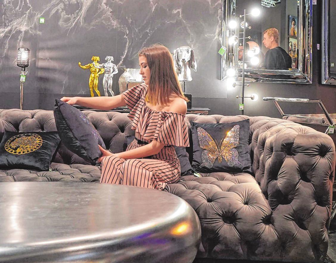 """Die internationale Möbel- und Einrichtungsmesse """"imm Cologne 2020"""" präsentierte jetzt wieder einmal die neuesten Trends der Möbelbranche. Hier wurden Lifestyle, Gemütlichkeit und komfortabler Schick groß geschrieben. Fotos: Dr. Volker Gastreich"""
