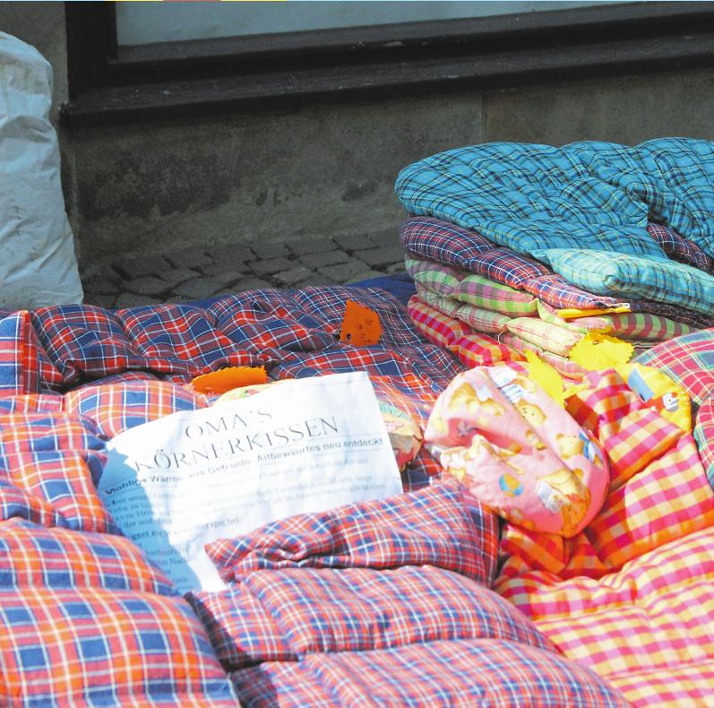 Selbstgenähtes und praktische Textilien für den täglichen Gebrauch gibt es an vielen Ständen.