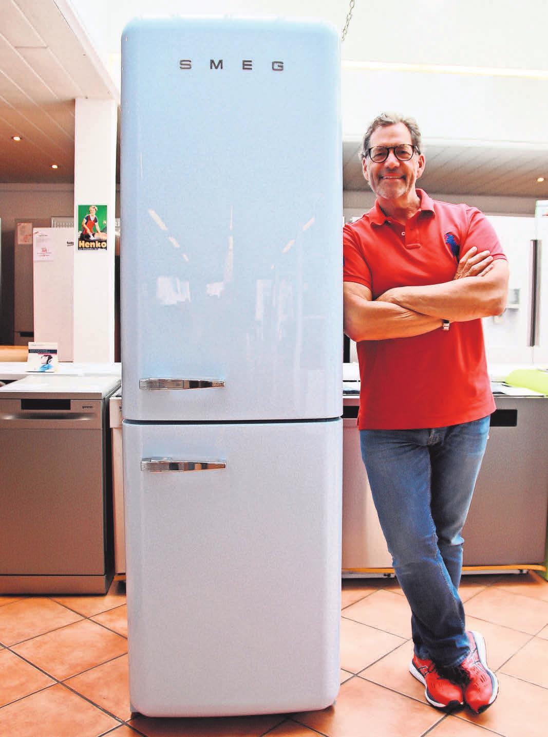 Klaus Thiel führt in der Elektrofundgrube seit mehr als 35 Jahren eine gute Auswahl an Kühl- und Gefrierschränken – die einen geräumig und energiesparend, die anderen mit BioFresh-Technologie.