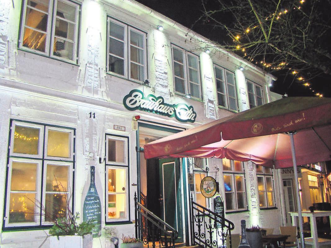 Im Brauhaus Eutin wird das Bier noch selbst gebraut. Im Winter lockt zudem die Eisbahn auf dem Markt vor der Haustür. Astrid Jabs