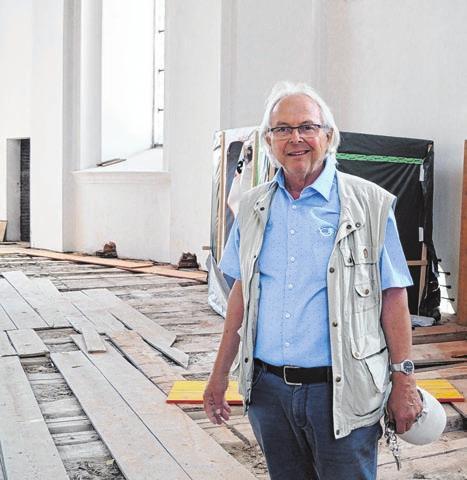 Franz Barth auf der Orgelbaustelle.