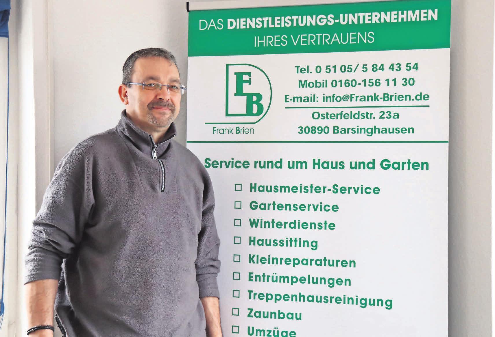 Ein starkes Team, bestehend aus Gärtnern, Fliesenlegern, Malern, Metallbauern und weiteren Facharbeitern, arbeitet für Frank Brien Dienstleistungen.