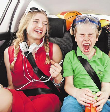Kinder wollen bei der Fahrt in den Urlaub unterhalten werden. Foto: T. Volz