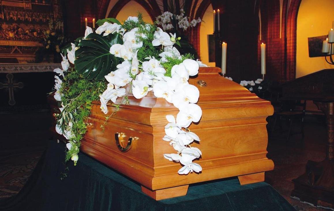 Für die würdevolle und einfühlsame Bestattung eines lieben Angehörigen sind die Bestatter in und um Hamburg kompetente, erfahrene und zuverlässige Partner. Foto: Beeken Bestattung
