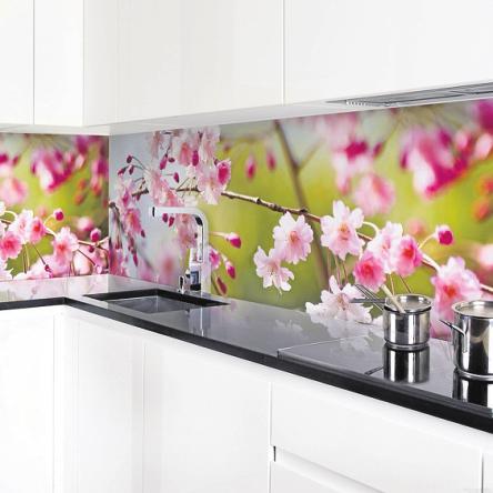 Für Inspiration beim Kochen: Küchenrückwand Cherry Blossoms von wallart. FOTO: WALLART