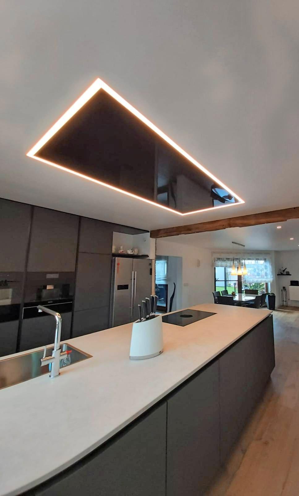 Nachher: Eine Spanndecke mit integrierter Beleuchtung setzt die Räume angenehm in Szene. Foto: privat
