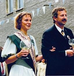 Winzerfest 1995: Weinkönigin Nancy Boy mit Siegfried Boy. FOTO: WEINBAUVERBAND