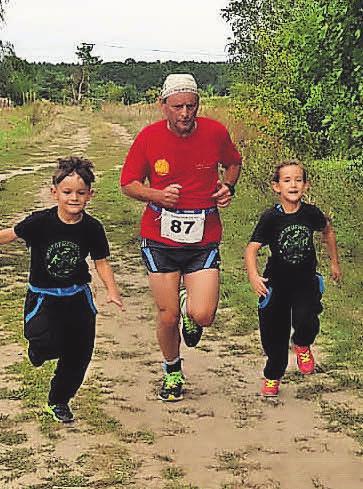 Auch eine seiner Lieblingsdisziplinen: Das Laufen mit seinen Enkeln.