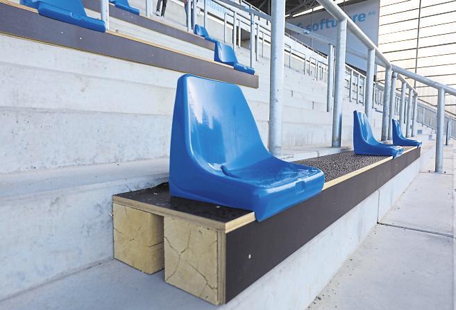 Der Umbau des Merck-Stadions am Böllenfalltor biegt auf die Zielgerade ein. Derweil wächst hinter der Gegen - geraden auch die Infrastruktur immer weiter. Fotos: Guido Schiek