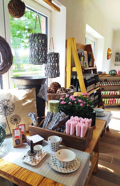 Außer Produkten aus der Region gibt es im Hofladen auch viele nette Geschenkideen Fotos: Jordan