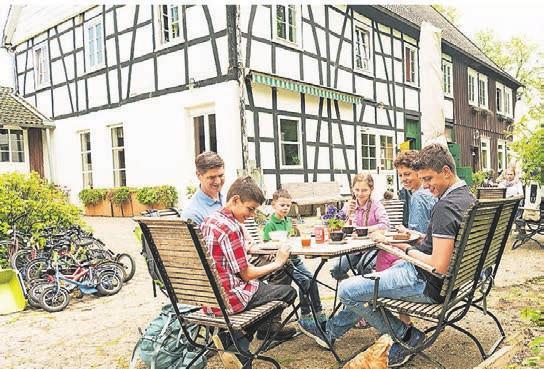 Gemütliche Rast: Kaffeepause im Hofcafé.ˆ Foto: Dominik Ketz
