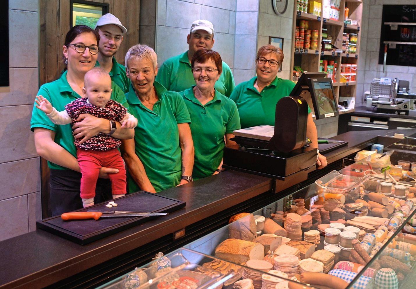 freuen sich die Kunden und die ganze Familie Heid, die so gut aufgestellt in die Zukunft geht. Fotos: Deisler