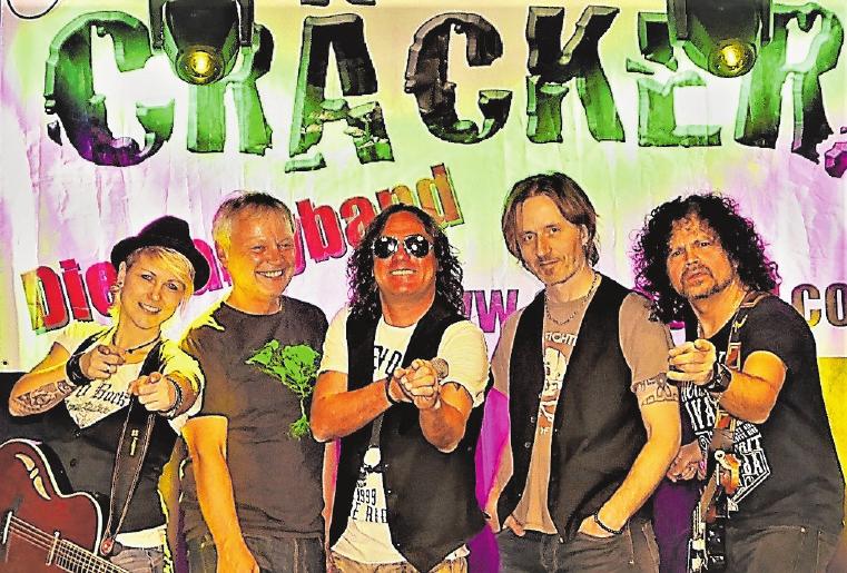 Die bekannte Band Cräcker wird bei ihrem Auftritt am Freitagabend von Ina Morgen verstärkt, die bereits mit Udo Lindenberg und Avantasia unterwegs war. FOTO: CRÄCKER
