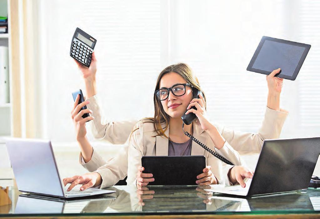 Viele neue und meistens noch mehr Herausforderungen im «Daily Business» des Büroalltags: Darauf werden die dipl. Kaufleute VSH mit einem starken Praxisbezug in nur einem Jahr bei der TEKO Basel vorbereitet. Bild: iStock
