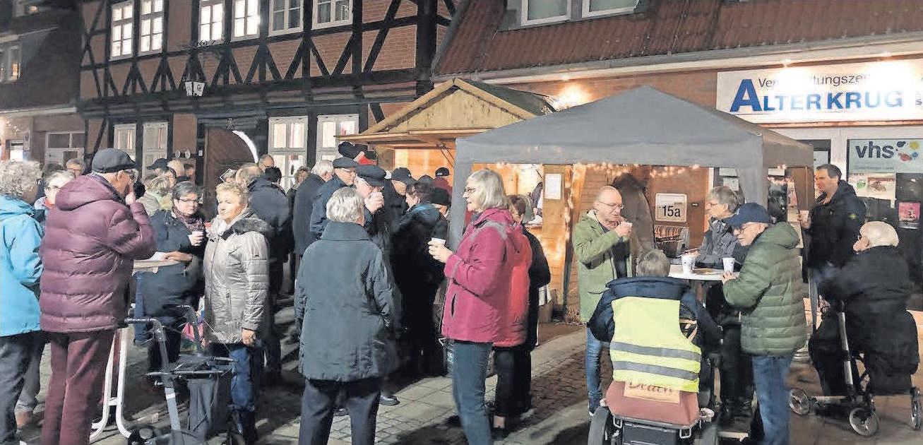 Jeden Freitag im Advent waren die Holzhütten der HGS auf dem Weihnachtsmarkt echte Treffpunkte.