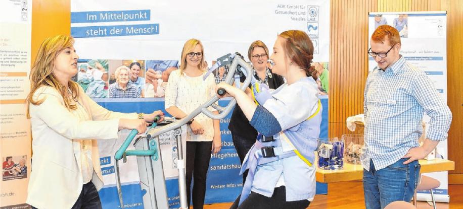 """Die ADK GmbH für Gesundheit und Soziales wirbt für Auszubildende mit dem Slogan """"Teamplayer, Mitdenker, Anpacker und Duchstarter – Wir suchen Dich!""""."""
