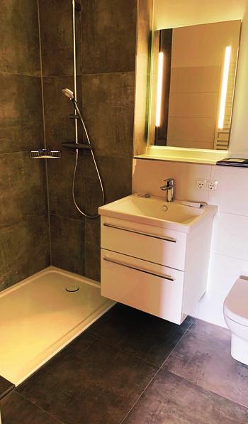 Manchmal kann es auch nur eine Bad-Teilsanierung sein, wenn etwa die Badewanne einer neuen bodenebenen Dusche weichen soll