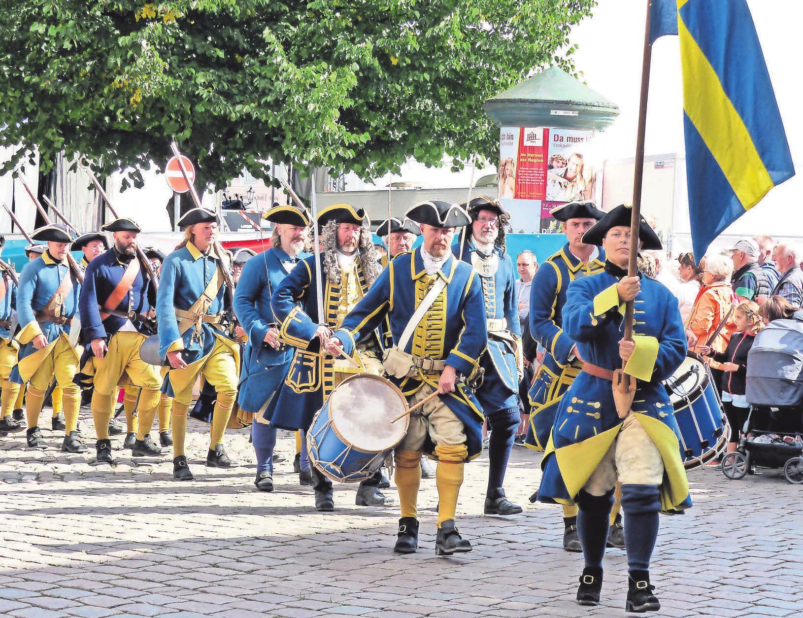 Höhepunkt des Schwedenfestes wird auch in diesem Jahr der am Sonntag stattfindende historische Umzug durch die Stadt sein. Foto: Pressestelle der Hansestadt Wismar, Martin Börner