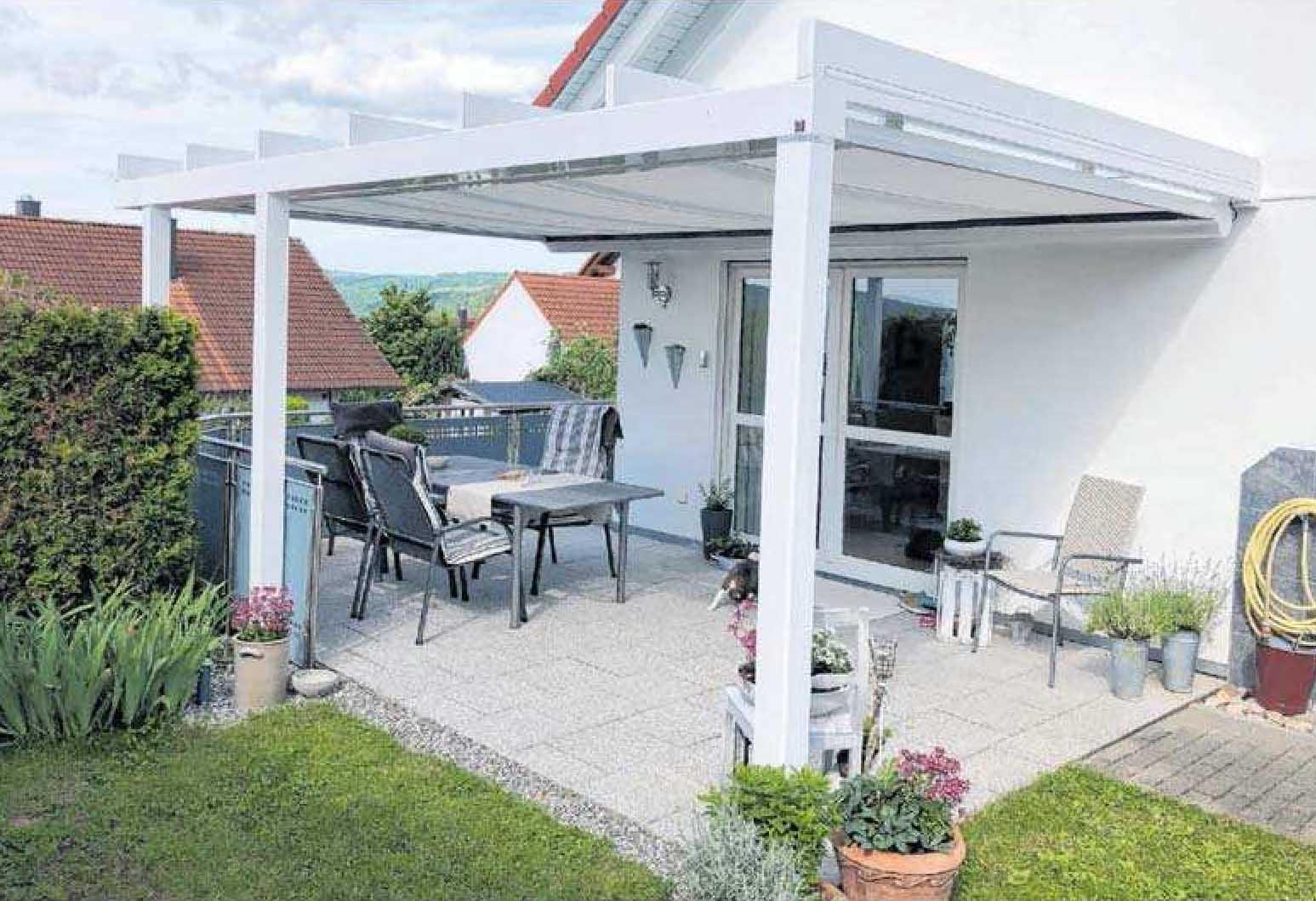 Statt Sonnensegel: Bei Möhn lernt man die zahlreichen Möglichkeiten für die Beschattung einer Terrasse kennen.