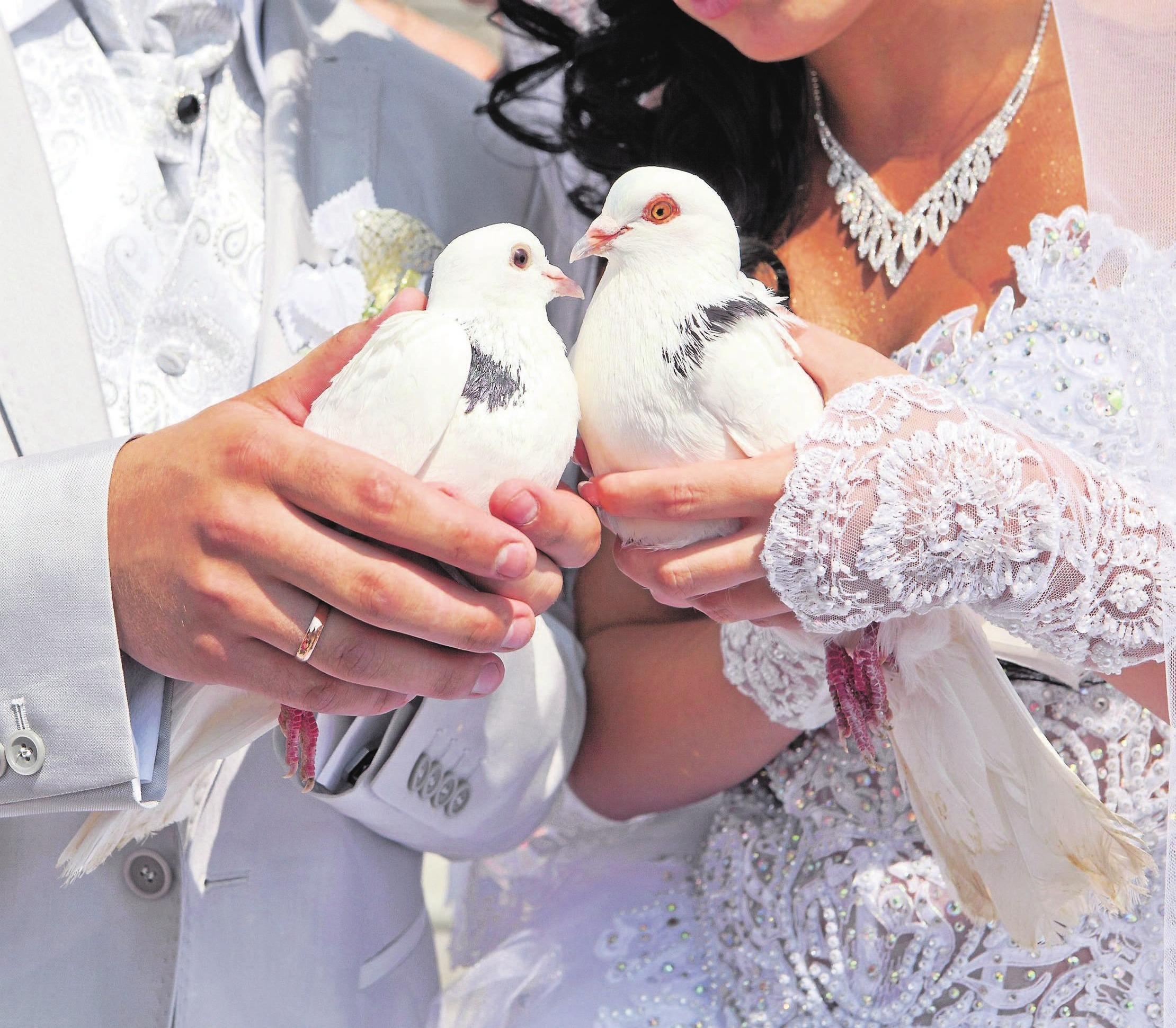 Verlobungs- und Trauringe stehen für die tiefe Verbundenheit zweier Menschen und sind die wohl schönsten und persönlichsten Schmuckstücke. Foto: 123rf/Dmitry Chapurin