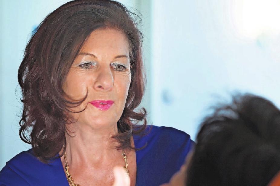 Dr. Margit Köhnlein-Rühl bei der Beratung und dem Festlegen der Therapie. Foto: Ästhetic-Med