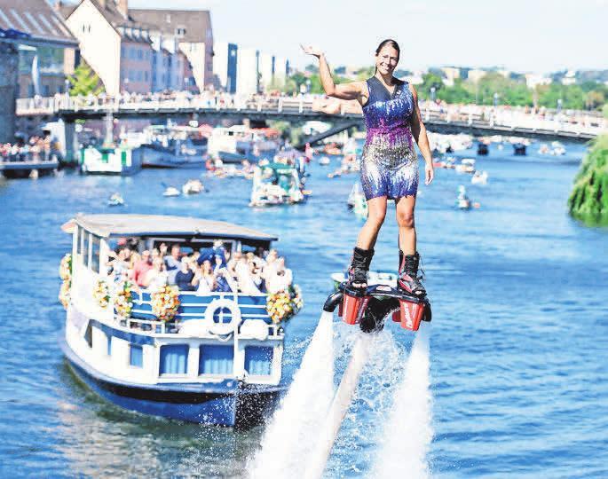 """Spektakuläre Wasserski-Show auf der Fulda – nur einer von vielen Höhepunkten des """"Zissel""""-Wochenendes. FOTO: R"""