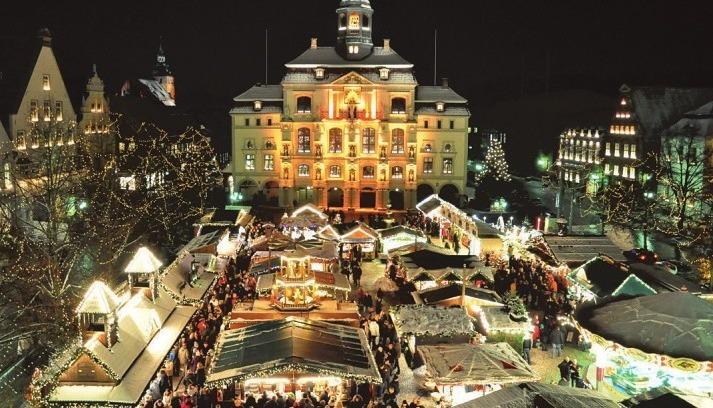 Der große Lüneburger Weihnachtsmarkt vor dem Rathaus.Foto: Lüneburg Marketing
