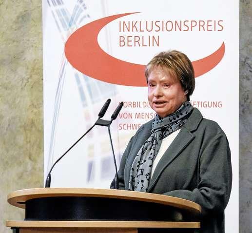 Christa Zwilling nahm den Inklusionspreis für die Vivantes-Kliniken in Empfang. FOTO: LAGESO BERLIN / SANDRA RITSCHEL