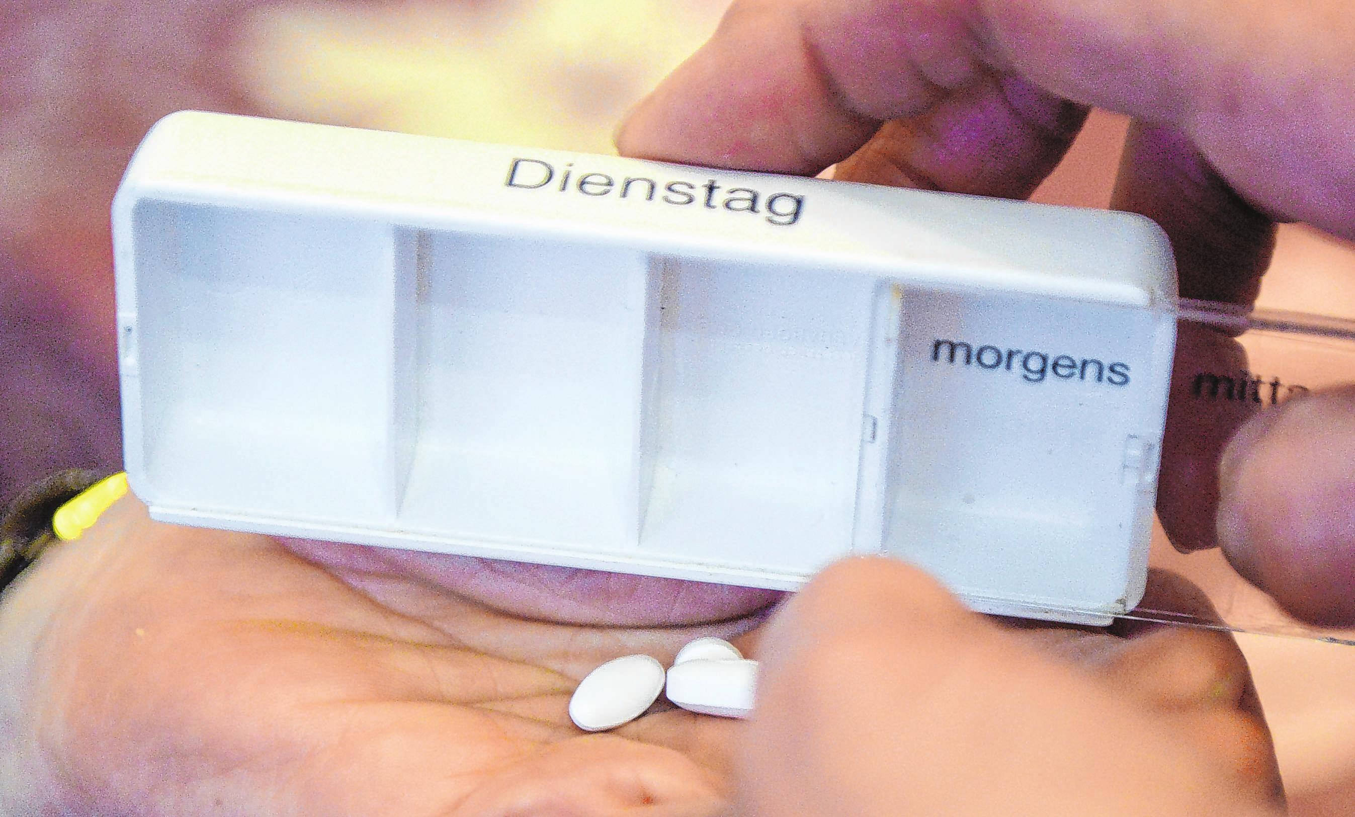 Morgens, mittags, abends: Tabletten-Boxen helfen, bei der Einnahme von Medikamenten besser den Überblick zu behalten. Foto: Caroline Seidel/dpa-mag