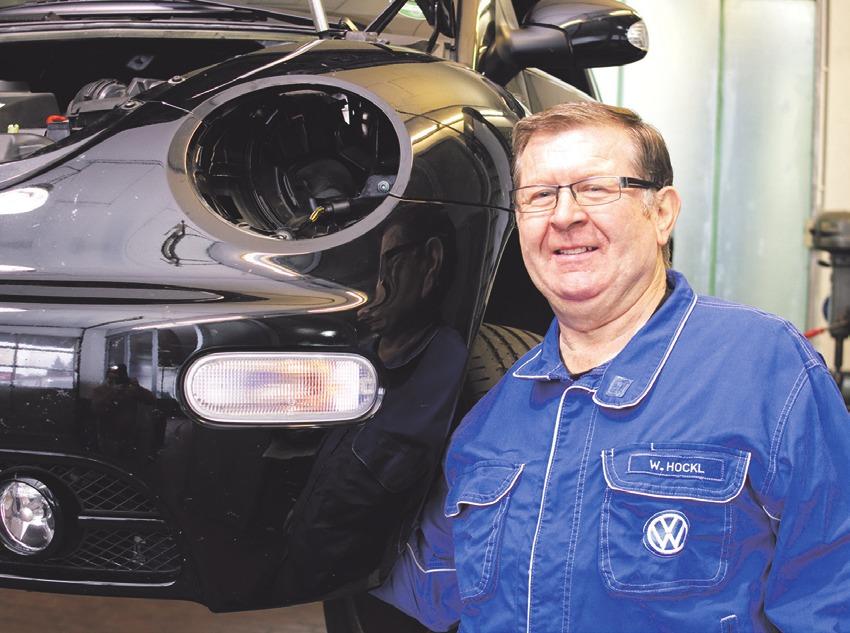 Walter Hockl ist seit 28 Jahren der Karosserie-Experte im Autohaus Biggel in Kressbronn. Foto: pr