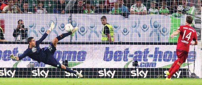 Nach seinem Wechsel über Bremen nach Wolfsburg gab er im Supercup vor der Saison 2015/16 gegen den FC Bayern direkt sein Debüt, weil Diego Benaglio verletzt fehlte - beim 5:4 nach Elfmeterschiessen gewann er seinen bislang einzigen Titel. Einen Strafstoss konnte er mit dem Fuss halten. In seiner ersten Saison war er die Nummer Zwei, 2016/17 kam er auf mehr Einsätze als Benaglio - der den Klub dann verliess.