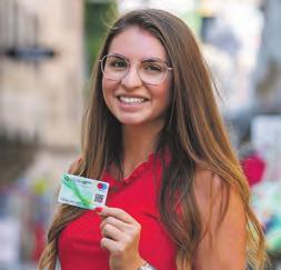 Wer die Steyr Shopping Card kauft, unterstützt die heimischen Unternehmen nachhaltig. Das weiß auch Augenoptikermeisterin Sarah Ramsauer von Optik Fenzl. Foto: Hannes Ecker