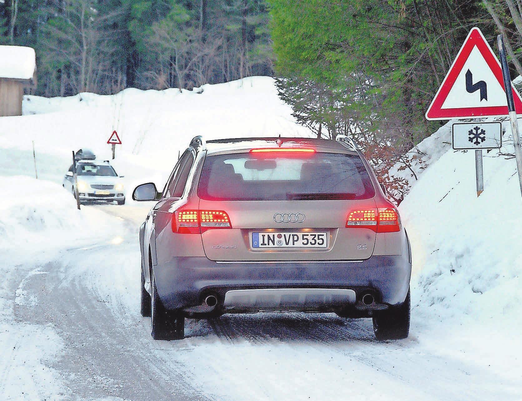 Bei verschneiten Straßen sollte man morgens ein paar Minuten mehr zum Arbeitsplatz einplanen. Foto: Audi/GP