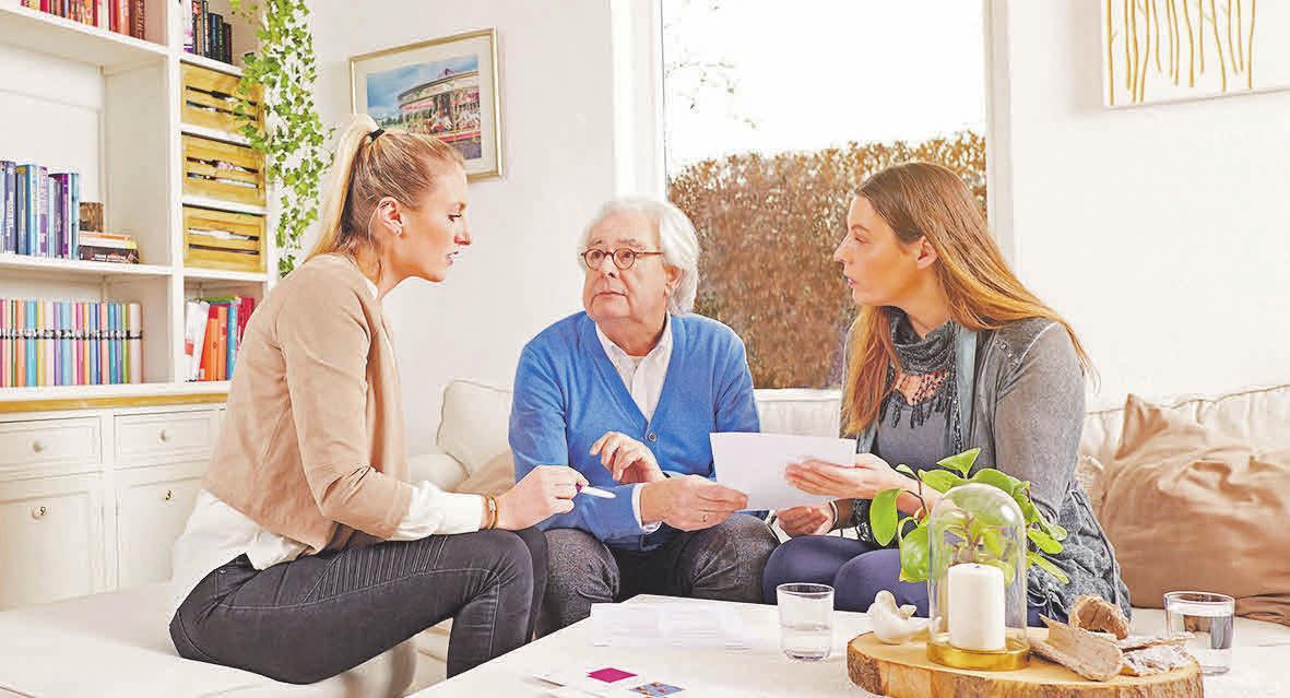 Menschen mit Demenz brauchen oft besonders viel Unterstützung. Eine fachkundige Pflegeberatung hilft bei der Organisation und kann auch die Angehörigen stärken. Foto: djd/compass private pflegeberatung