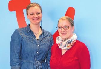 Anja Jost (li.) und Mitarbeiterin Stefanie Kusch vom TUI-Reisecenter freuen sich auf reisefreudige Kunden aus Schwarzenbek und Umgebung.Foto: Kasdorff